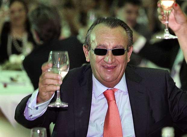 Carlos Fabra celebra que le ha tocado el Gordo en un hotel de la capital